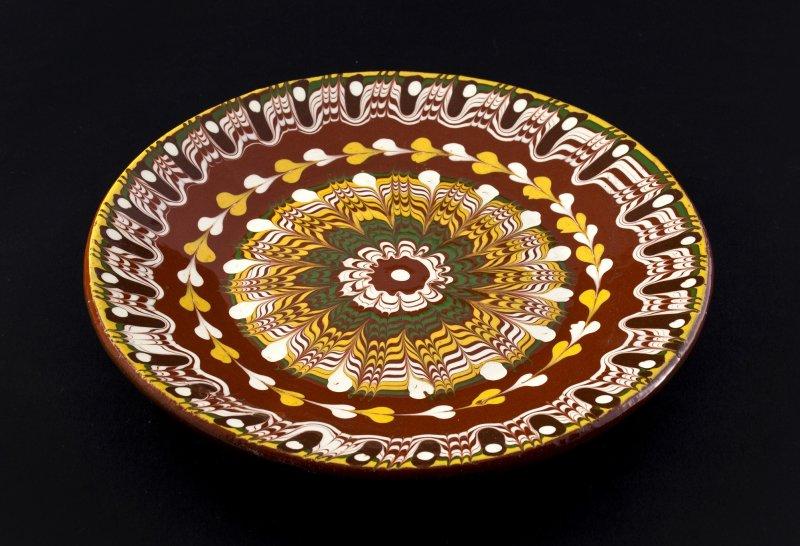 Снимка на Ръчно изработена керамична чиния 22 см