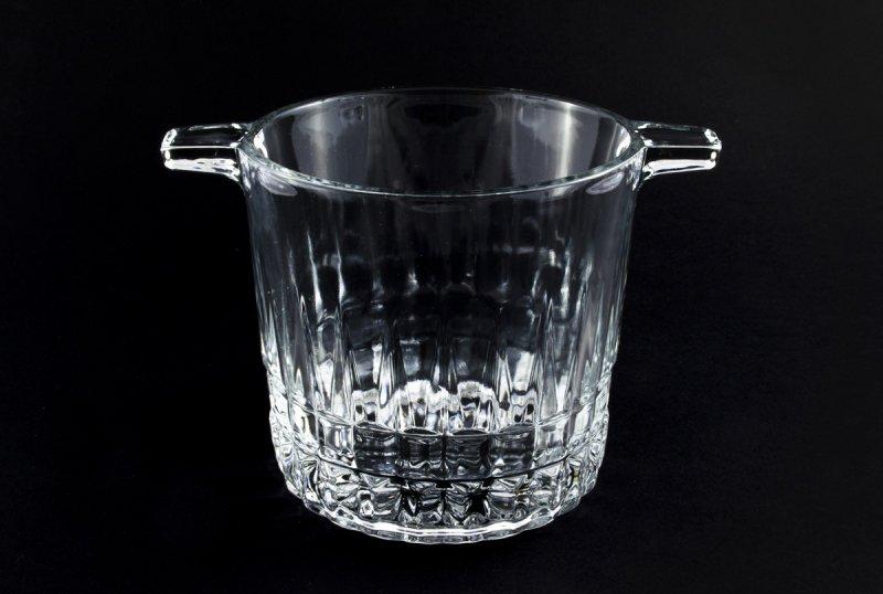 Снимка на Изискана стъклена ледарка с дръжки