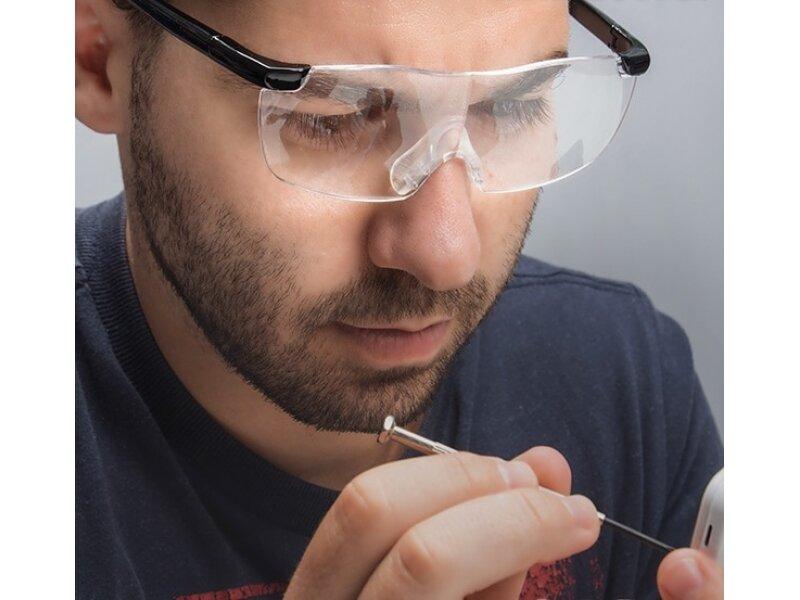 Снимка на Oчила с лупи