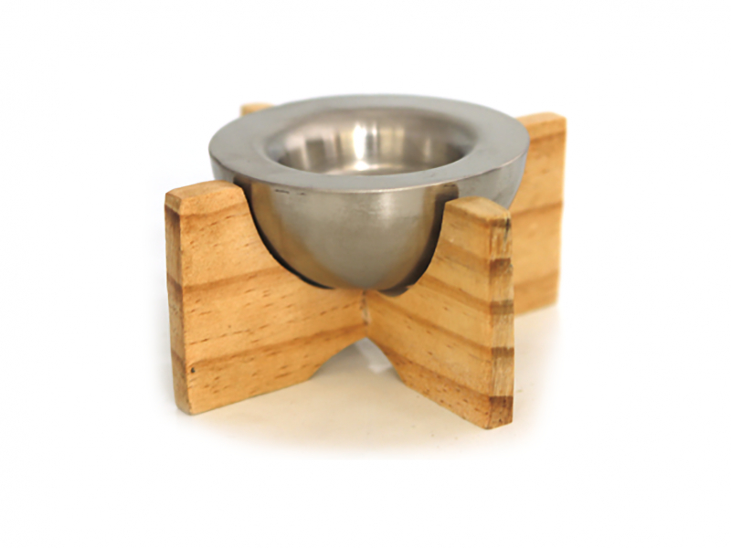 Снимка на Стилен свещник на дървена стойка